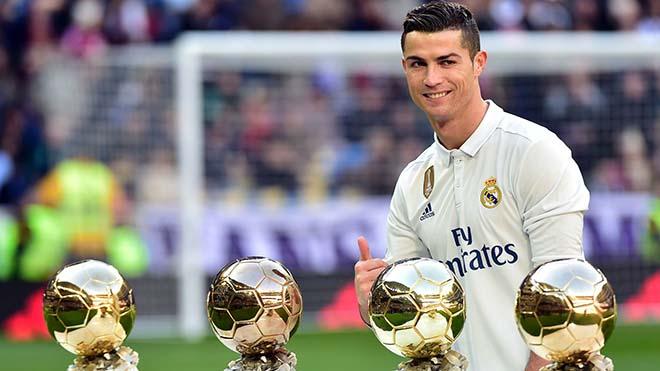 Ronaldo cho Messi hít khói ở quả bóng vàng