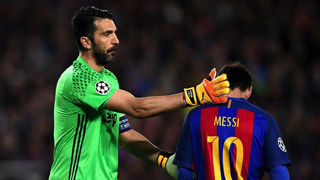 Ronaldo cho Messi hít khói khi tranh quả bóng vàng