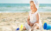 Cách chọn đồ cho bé khi đi du lịch biển